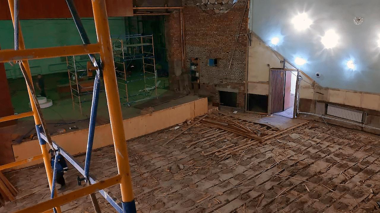 Начался ремонт зрительного зала